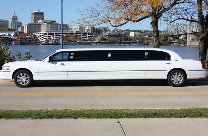 8 passenger Lincoln Town Car Limousine